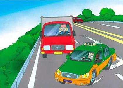 让速不让道是陪驾学员开车时的第一原则